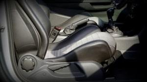 Autositz mit Dampfreiniger reinigen
