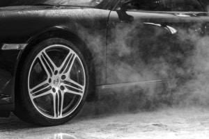Auto Lack mit Dampfreiniger reinigen